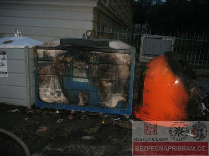 Žhář v noci zapaloval popelnice - případ č. 235294.17
