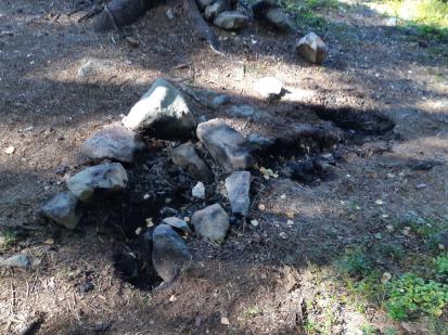 Nedohašené ohniště v CHKO Brdy